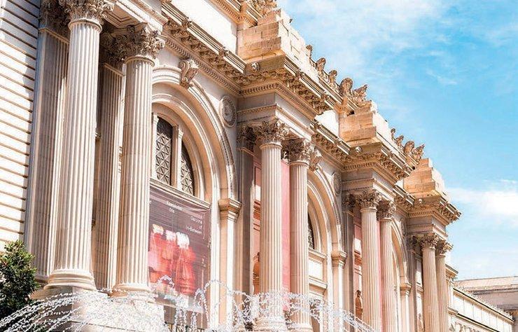 """Gezginler kendi içlerinde ikiye ayrılır: Gittiği her şehirde gezilmedik müze bırakmayanlar ve müzeleri sıkıcı bularak yeme, içme ve eğlence mekânlarını keşfetmeye koyulanlar. Ancak bu defa her iki gruptan modaseverleri tek bir çatı altında toplayan müzeler söz konusu. Hazır; """"Turist"""" konseptli bir sayı hazırlamışken, bugün hâlâ tartışma konusu olup kitleleri bölen moda müzelerini sizin için derledik."""
