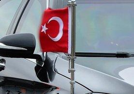 Makedonya'da makam aracındaki Türk bayrağına saldırı girişimi!