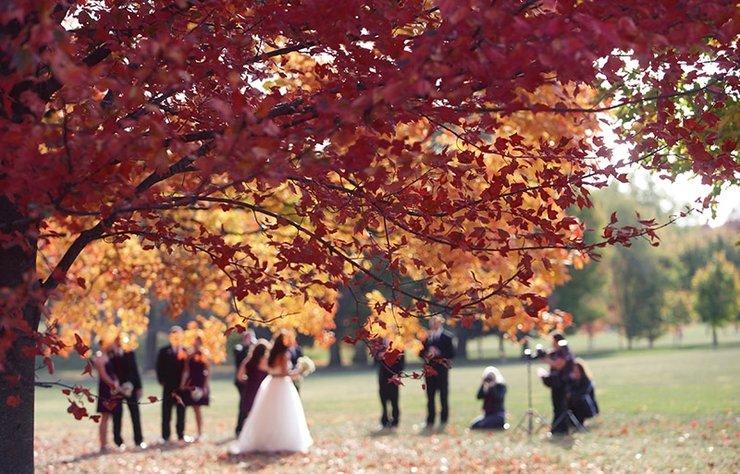 Özel günün heyecanıyla her detayı kusursuzca tasarlamak ve düğününüzü herkes için unutulmaz kılmak istediğinizi biliyoruz. Sonbahar trendlerini keşfederek düğün hazırlığına başlayabilirsiniz.
