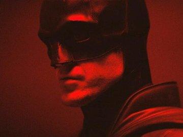 Robert Pattinson Batman Kostümü İçinde!