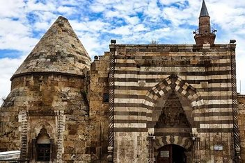 Anadolu'nun bunalımlı döneminde inşa edilen ilk astronomi okulu