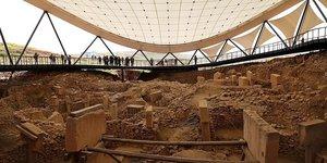 Dünyanın en eski tapınağı Göbeklitepede titiz çalışma sürüyor
