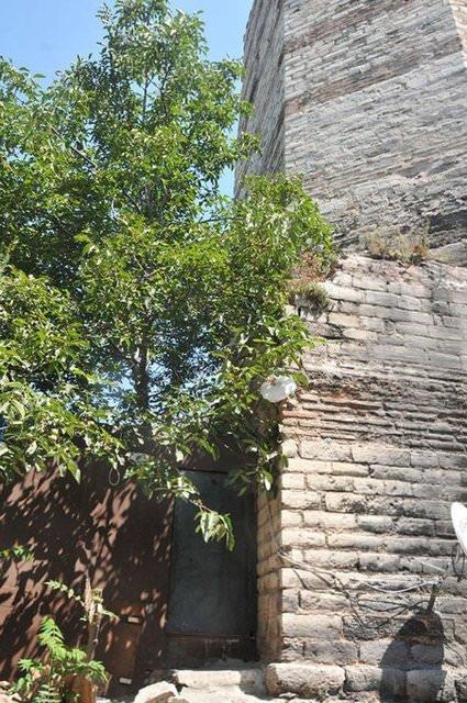 Uyuşturucu baronunun tarihi surlardaki lüks mafya evi