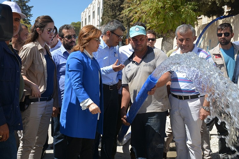 Gaziantep Mayor Fatma u015eahin (C) was briefed on the latest developments of reconstruction efforts in Jarablus. (AA Photo)