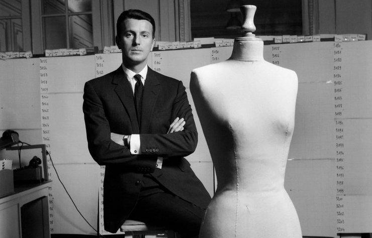 Moda dünyası tam bir yaprak dökümü yaşıyor. Tasarımlarıyla belli dönemlere imza atan ünlü modacılar teker teker bu dünyadan ayrılıyor.