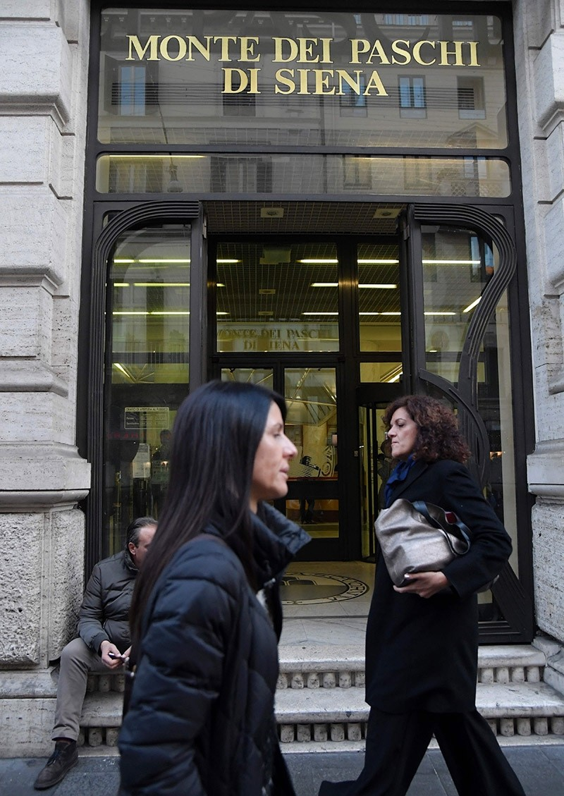 An office of Italian bank the Monte Dei Paschi di Siena (BMPS) on Dec. 9, 2016 in Rome. (AFP Photo)