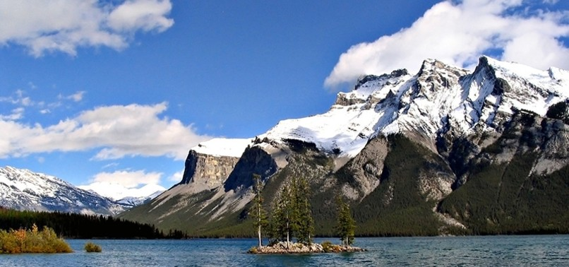 3 PROFESSIONAL MOUNTAINEERS KILLED IN AVALANCHE IN CANADAS BANFF