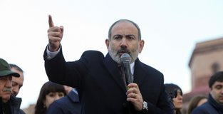 Armenian PM tells military to 'obey the people'