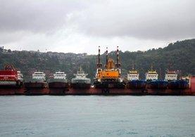 İstanbul Boğazı'nda 10 adet gemi ilginç görüntü oluşturdu