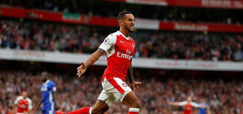 EVERTON IN TALKS TO SIGN ARSENALS WALCOTT