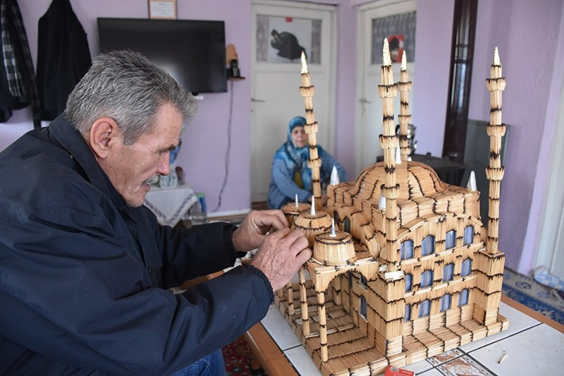69-year-old Hasan Efe built a miniature mosque with matchsticks in 3 months. Jan. 22, 2017. (AA Photo)