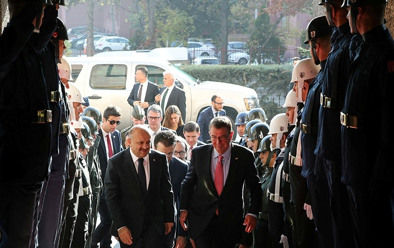 Defense Minister Fikri Iu015fu0131k (L) welcomes U.S. Defense Secretary Ash Carter upon his arrival to a meeting in Ankara, Turkey, October 21, 2016 (Reuters Photo)