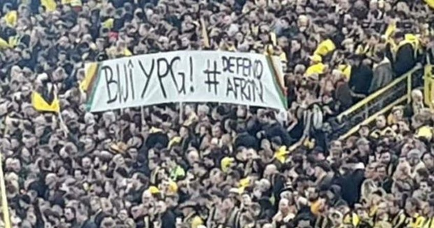 Almanyadaki maçta skandal YPG pankartı!