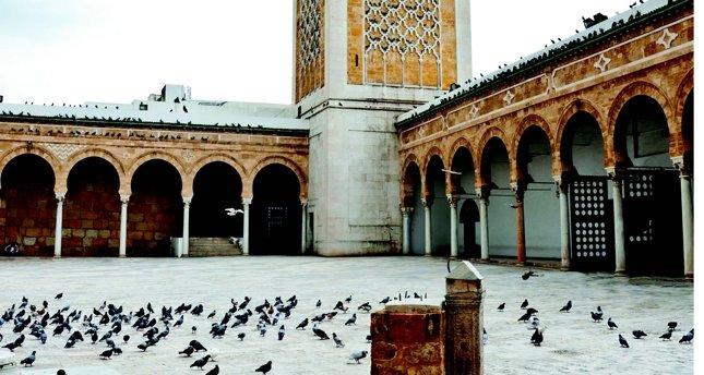 Tunus'taki ayak izleri
