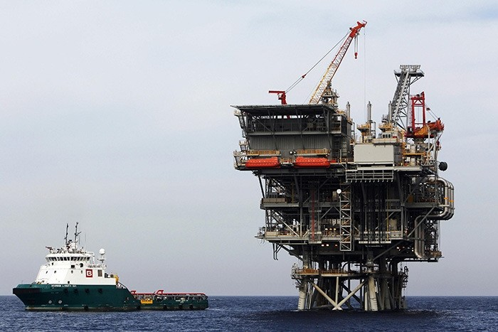 An Israeli gas platform, which produces newly discovered Israeli natural gas, is seen in the Mediterranean sea, west of the port city of Ashdod in this February 25, 2013 file picture. (Reuters Photo)