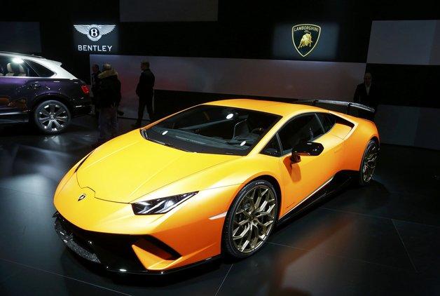 Lamborghini'nin her yerini çizdiler