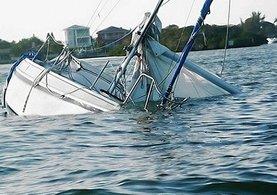 Su alan teknedeki 3 kişi son anda kurtarıldı
