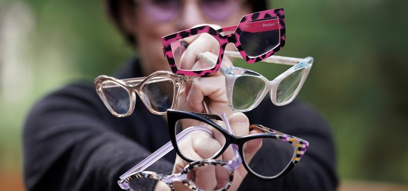 GLASSES NOT CONTACTS BEST IN AGE OF CORONA, SAY DOCTORS