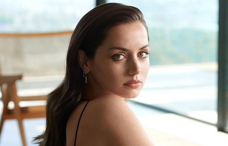 En son Bond oyuncusu Ana de Armas, yeni bir başrolde güzellik rolüne sahip.
