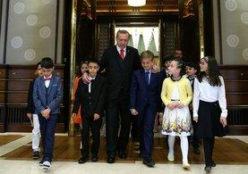 Cumhurbaşkanı Erdoğan Külliye'de çocuklara hitap etti.