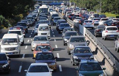 Çin'deki milyonlarca araç hem çevreye hem cebe zarar veriyor