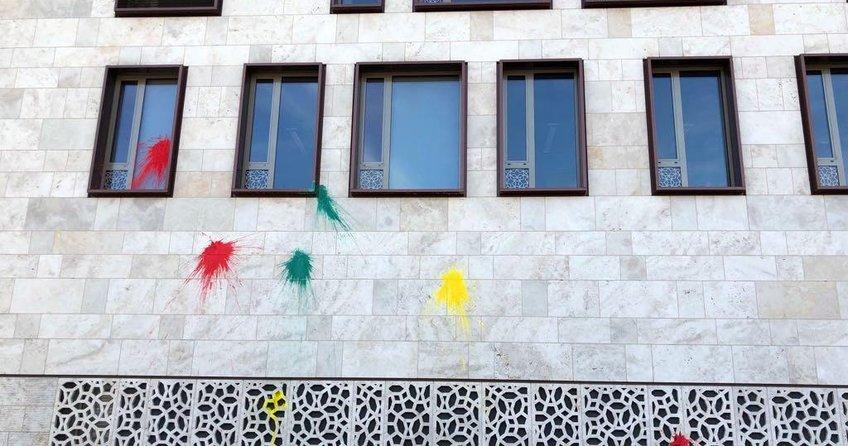 Elçilik binamıza çirkin saldırı