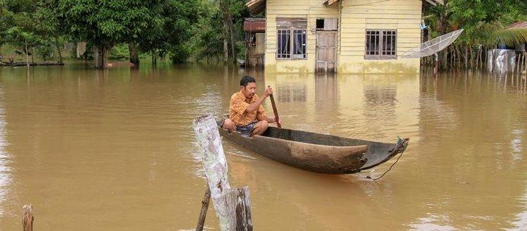 Endonezya'daki sel ve heyelanda 26 kişi hayatını kaybetti