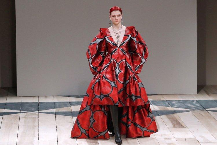 Alexander McQueen Sonbahar/Kış 2020 koleksiyonu
