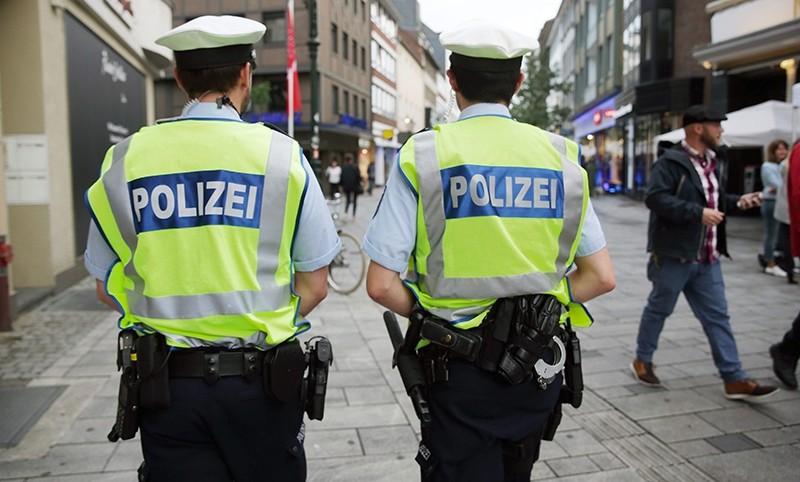 German police patrol the historic center of Duesseldorf, Germany, 03 June 2016 (EPA Photo)