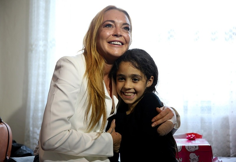 American actress/singer Lindsay Lohan visits refugees in Sultanbeyli, Istanbul on Oct. 2016. (AA Photo)