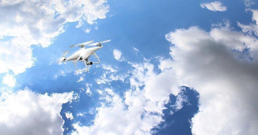 Yeni Zelandada drone 278 kişinin hayatını riske attı