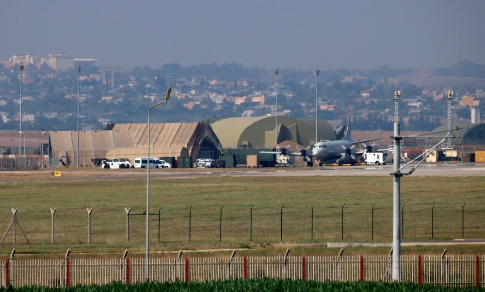 This file photo taken on July 28, 2015 shows a military aircraft on the runway at Incirlik Air Base, in the outskirts of the city of Adana, southeastern Turkey. (AFP Photo)