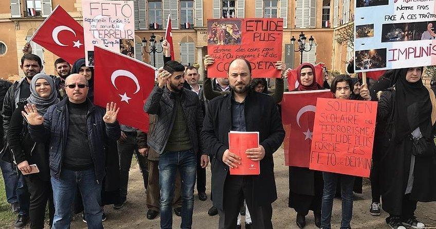 Fransa'daki Türklerden Fransız belediyesine 'FETÖ' tepkisi