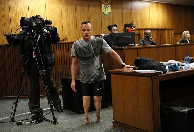 Pistorius (C) walks without his prosthetic legs in courtroom during proceedings on 3rd day of his sentencing hearing at High Court in Pretoria, South Africa, 15 June 2016. (EPA)