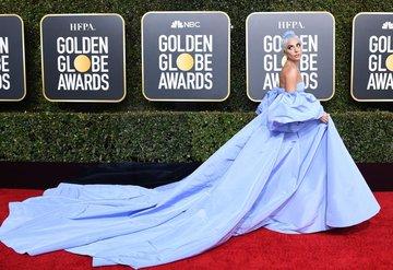 Lady Gaganın elbisesinin sırrı!