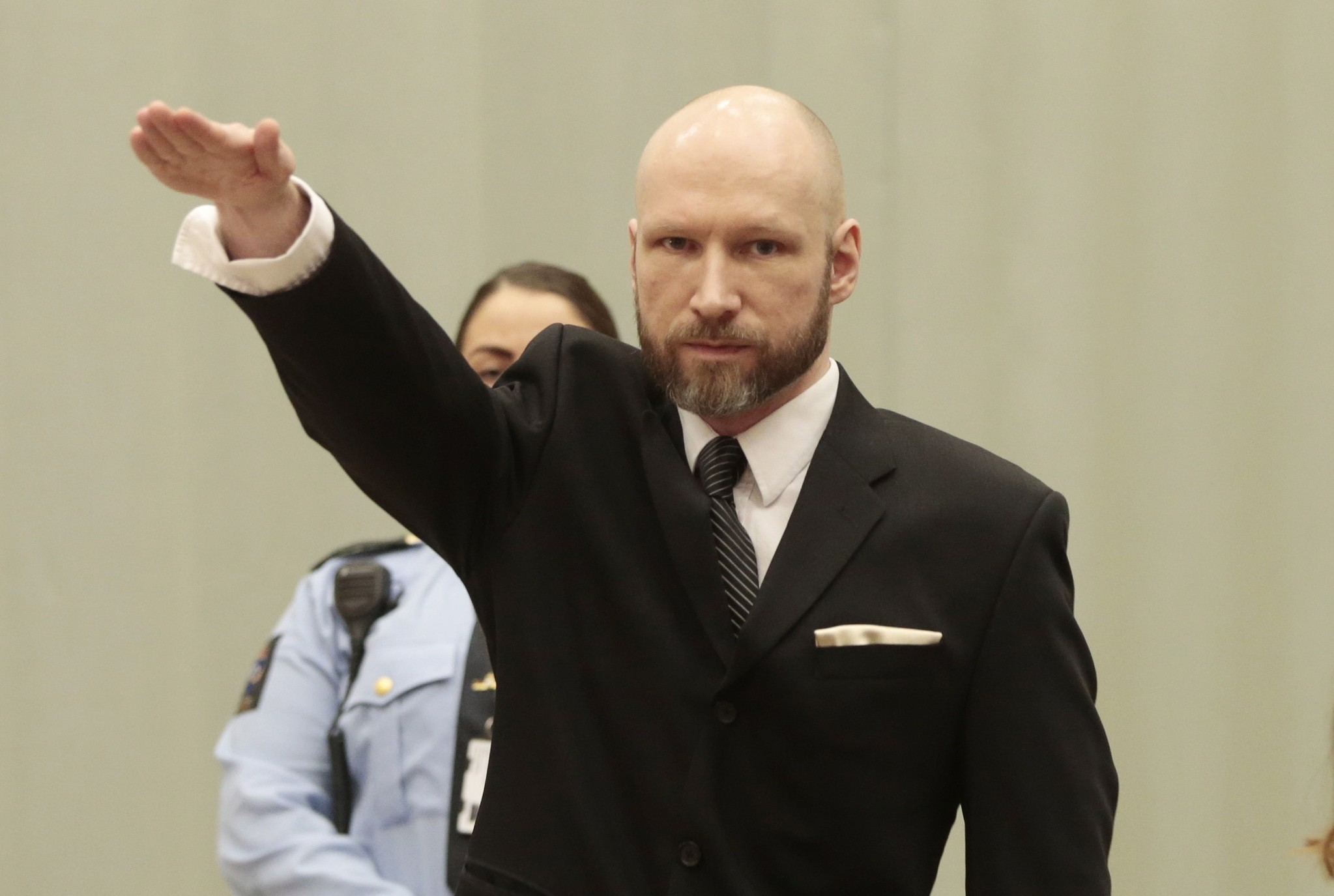 Anders Behring Breivik makes a Nazi salute ahead his appeal hearing at a court at the Telemark prison in Skien, Norway, on January 10, 2017. (AFP Photo)