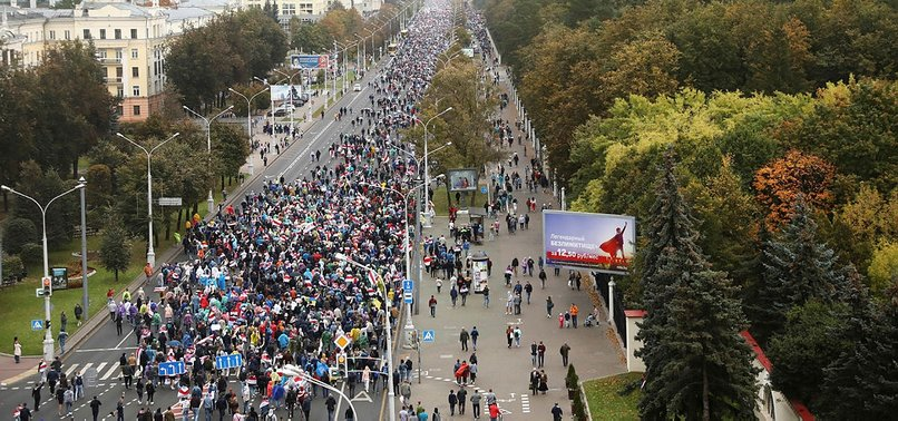 TENS OF THOUSANDS RALLY AGAINST BELARUS PRESIDENT IN PEOPLES INAUGURATION