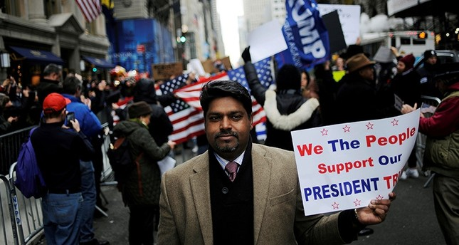 A supporter of U.S. President-elect Donald Trump walks away from a protest near Trump Tower in the Manhattan borough of New York, U.S. November 20, 2016. Picture taken November 20, 2016 (Reuters Photo)