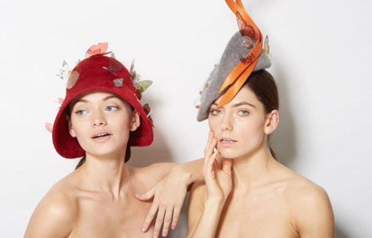 """""""Modanın kalbi Londra'da atıyor"""" deyip İngiltere'ye taşınan şapka tasarımcısı Merve Bayındır, kısa zamanda ünlendi."""