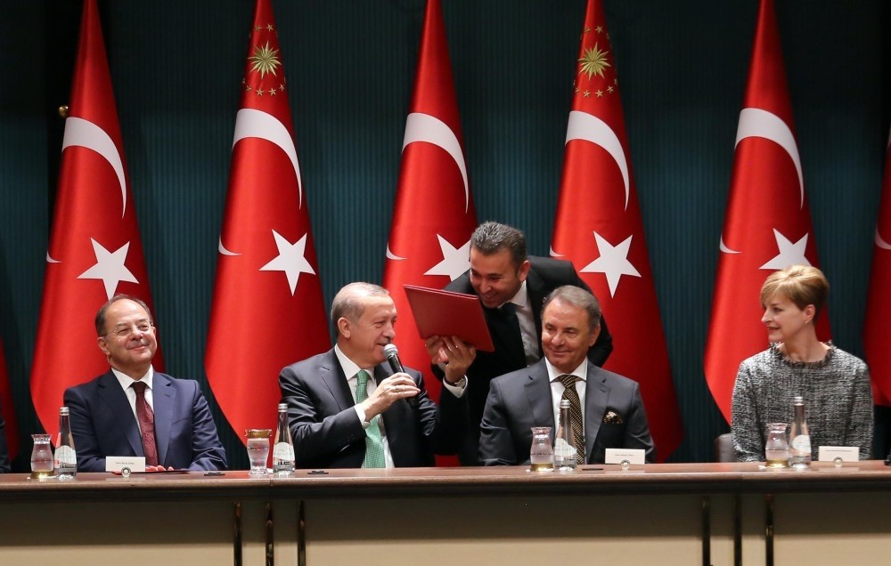 President Erdou011fan (L2) speaks at a signing ceremony on the financing of u0130zmir and Kocaeli city hospitals.