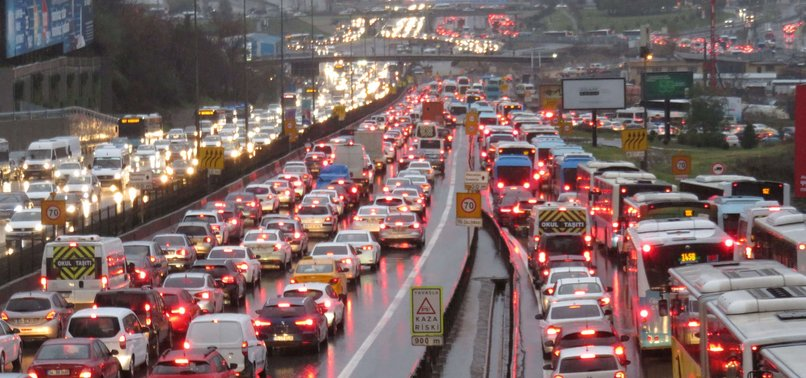 THOSE LONG COMMUTES TO WORK MAY MEAN LESS SLEEP AND EXERCISE, STUDY SAYS