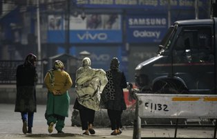 Kashmiri women struggle amid India lockdown