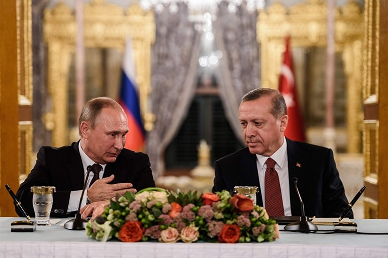 This file photo taken on October 10, 2016 shows Russian President Vladimir Putin (L) speaking to Turkish President Recep Tayyip Erdogan (R) as they attend a press conference in Istanbul (AFP Photo)