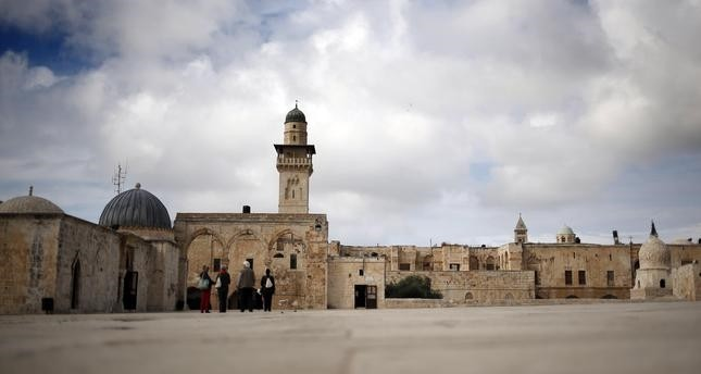 Picture shows the Al-Aqsa mosque compound in Jerusalem on October 28, 2015. (AFP Photo)