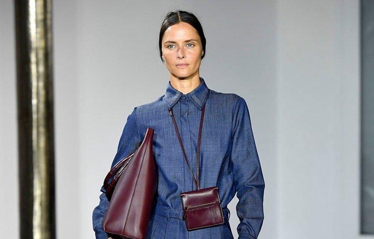 Denim kıyafetlerinize uygun aksesuarlarla modern ve şık olma klavuzu.