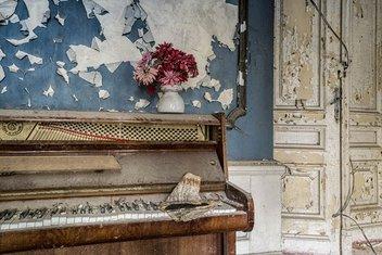 Harabeler arasında bir piyano