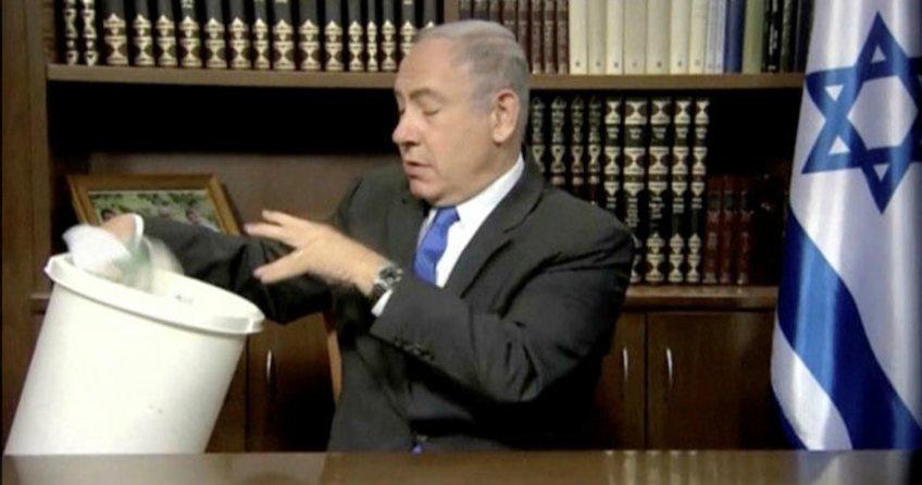 Binyamin Netanyahu, Hamas'ın siyaset belgesini yırttı