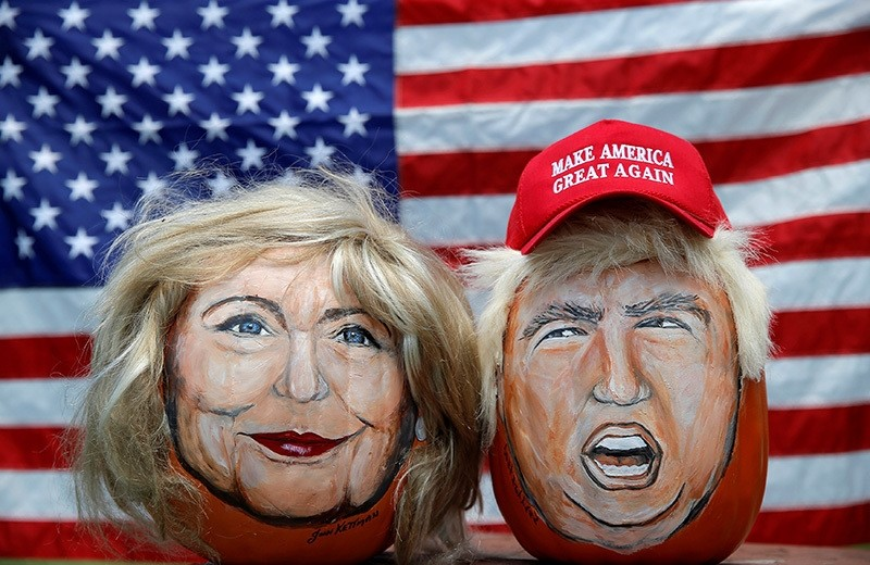 The images of US Democratic presidential candidate Hillary Clinton (L) and Republican candidate Donald Trump are seen painted on decorative pumpkins in LaSalle, Illinois, US, June 8, 2016. (Reuters Photo)