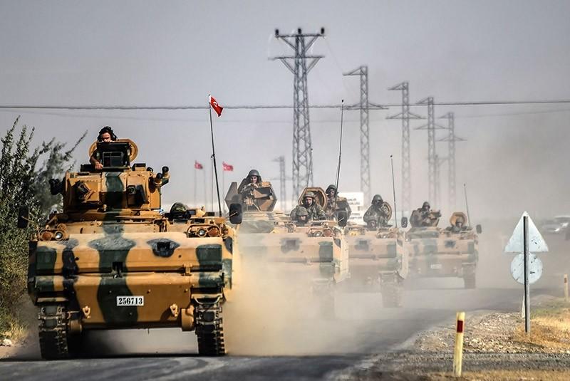 Turkish armoured units head to Syria. (Takvim File Photo)