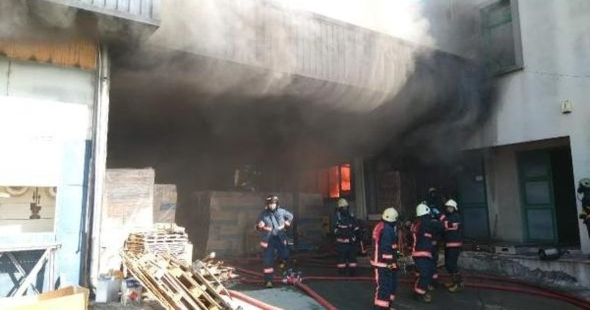 İstanbul'da boya fabrikasında yangın
